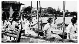 Women students in crew shell on Lake Merritt, near boathouse, c1925. UARC PIC 4:599