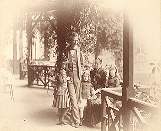Samuel L. Clemens and family: Clara, Jean, Olivia, and Susy. Photographer: Horace L. Bundy. Date: May 1884. [Mark Twain Papers, PH00108]
